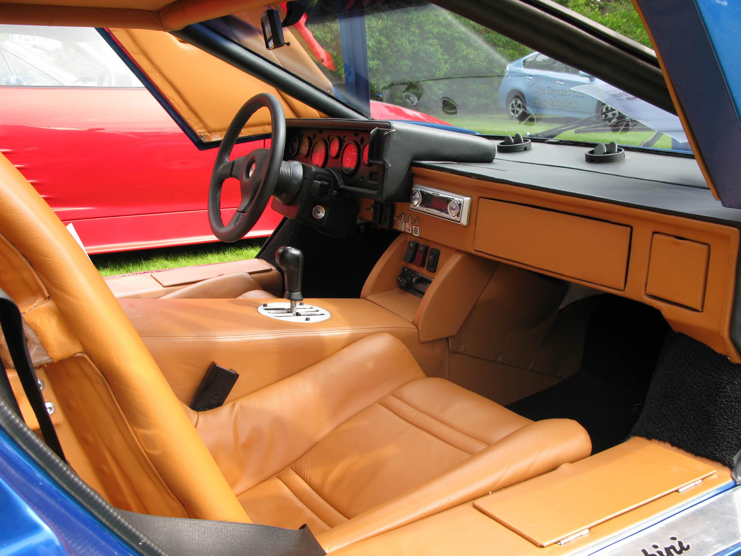 Lamborghini_Countach_interior.jpg