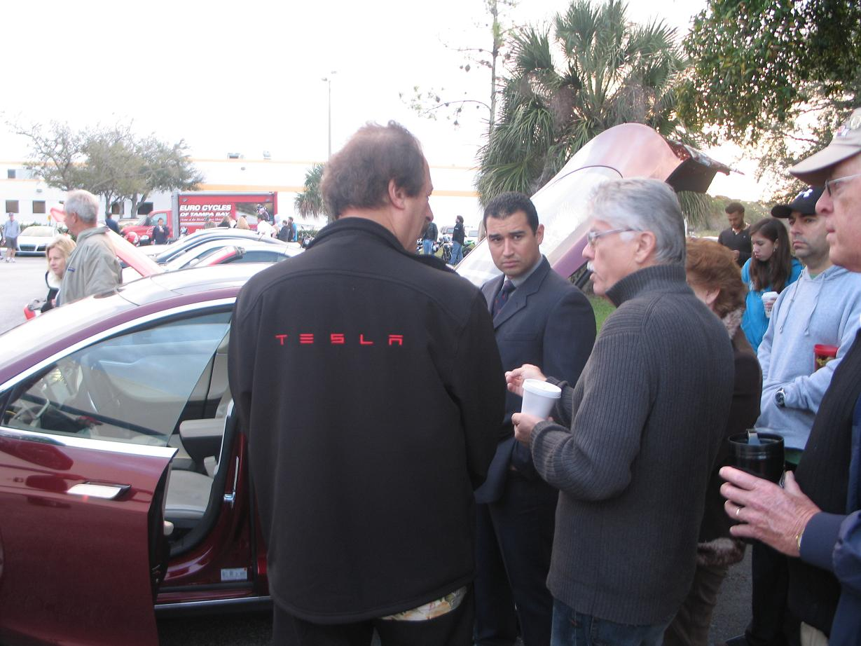 Larry and the duPont Registry crowds 2.jpg