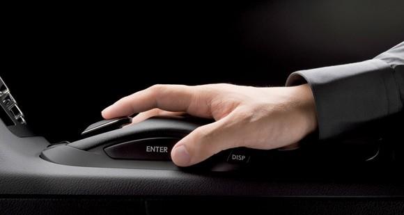 lexus-remote-touch-hand.jpg