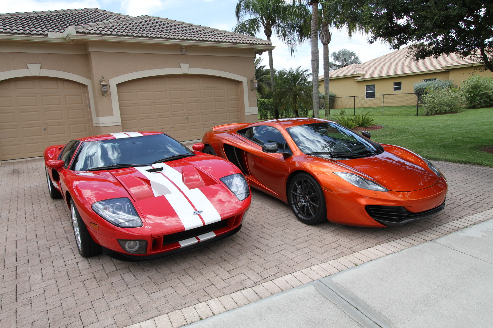mclaren-mp4-12c-volcano-orange-vs-ford-gt-red-white-007.jpg