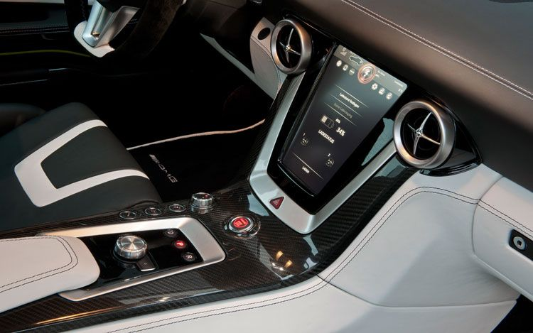 mercedes-benz-sls-amg-e-cell-prototype-center-console.jpg
