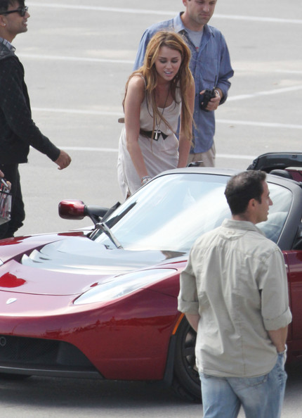 Miley+Cyrus+rides+passenger+seat+red+Tesla+Xo_t5JjnNZ7l.jpg