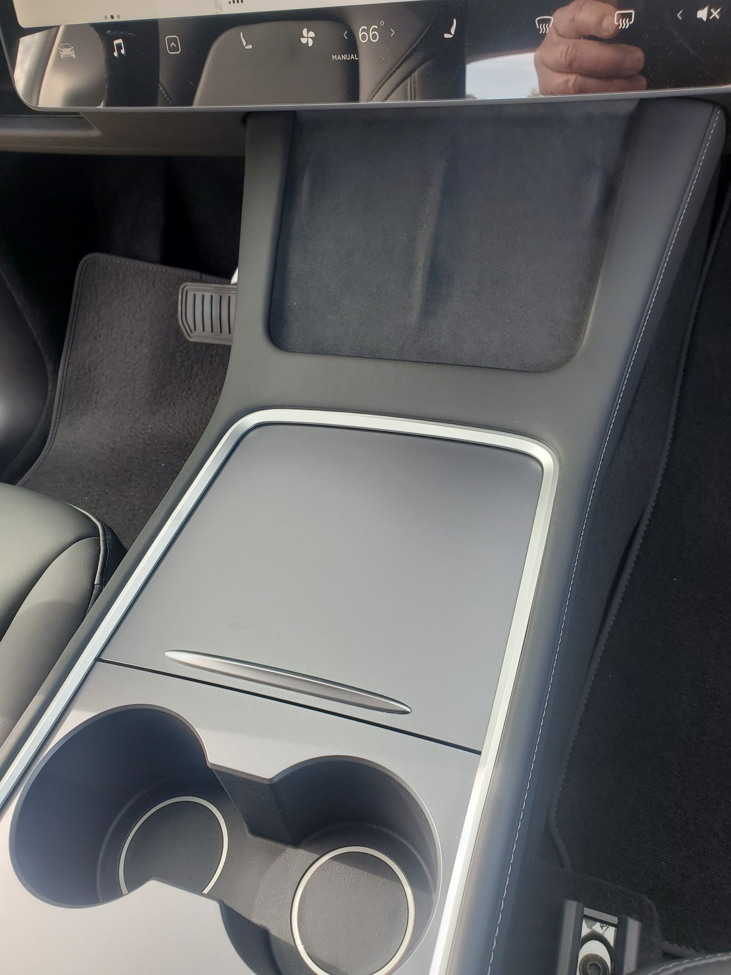 Model Y front center console.jpg
