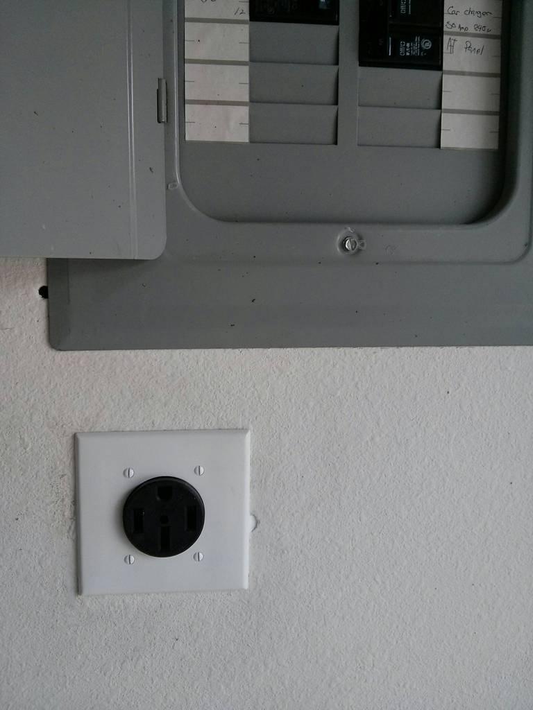 NEMA connector 2.jpg