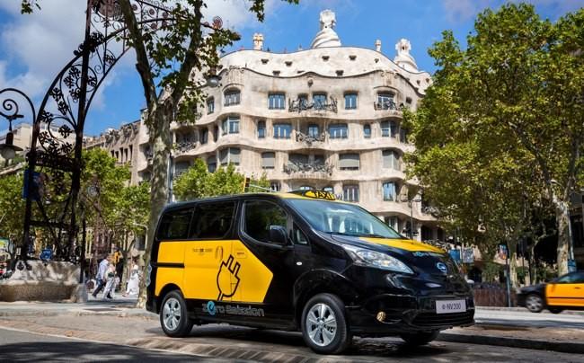 Nissan-e-NV200-taxi-Barcelona-01.jpg