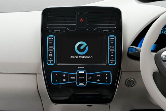 nissan_leaf_control_medium.jpg
