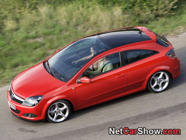 Opel-Astra_GTC_2007_photo_03.jpg