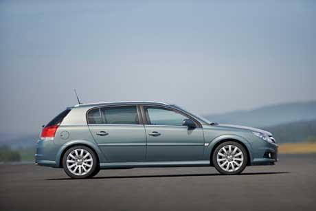 Opel-Signum-2006-204348.jpg