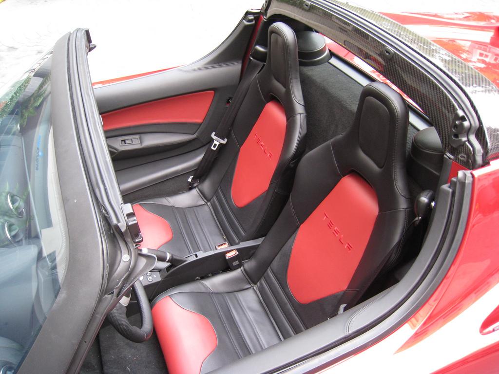 P0612-5YJRE1A1XA1000612-seats.jpg
