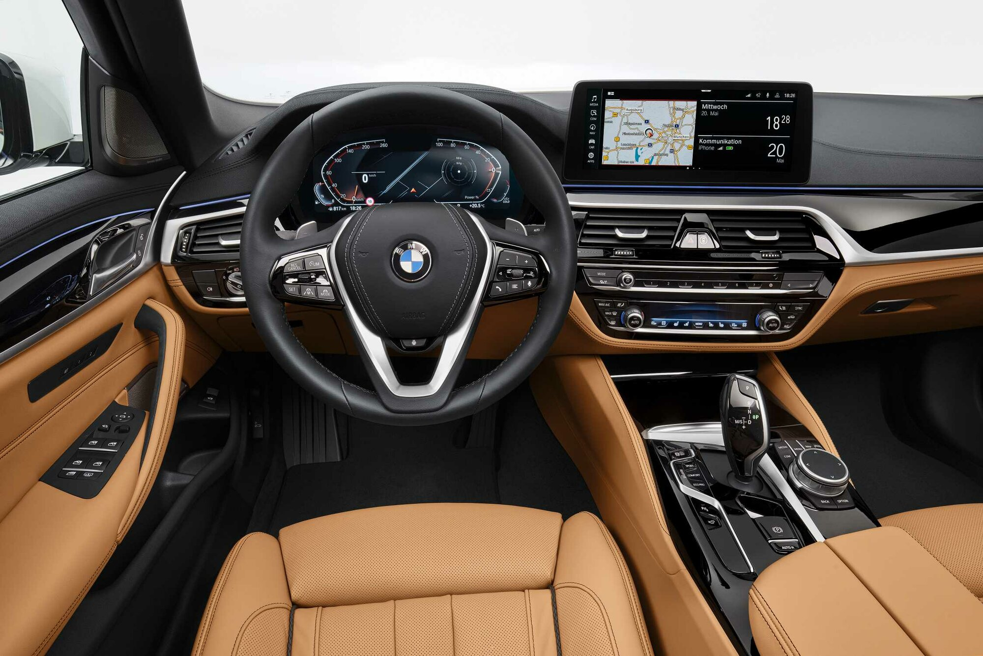 P90389075-the-new-bmw-540i-sedan-mineralwhite-metallic-05-2020-2248px.jpg