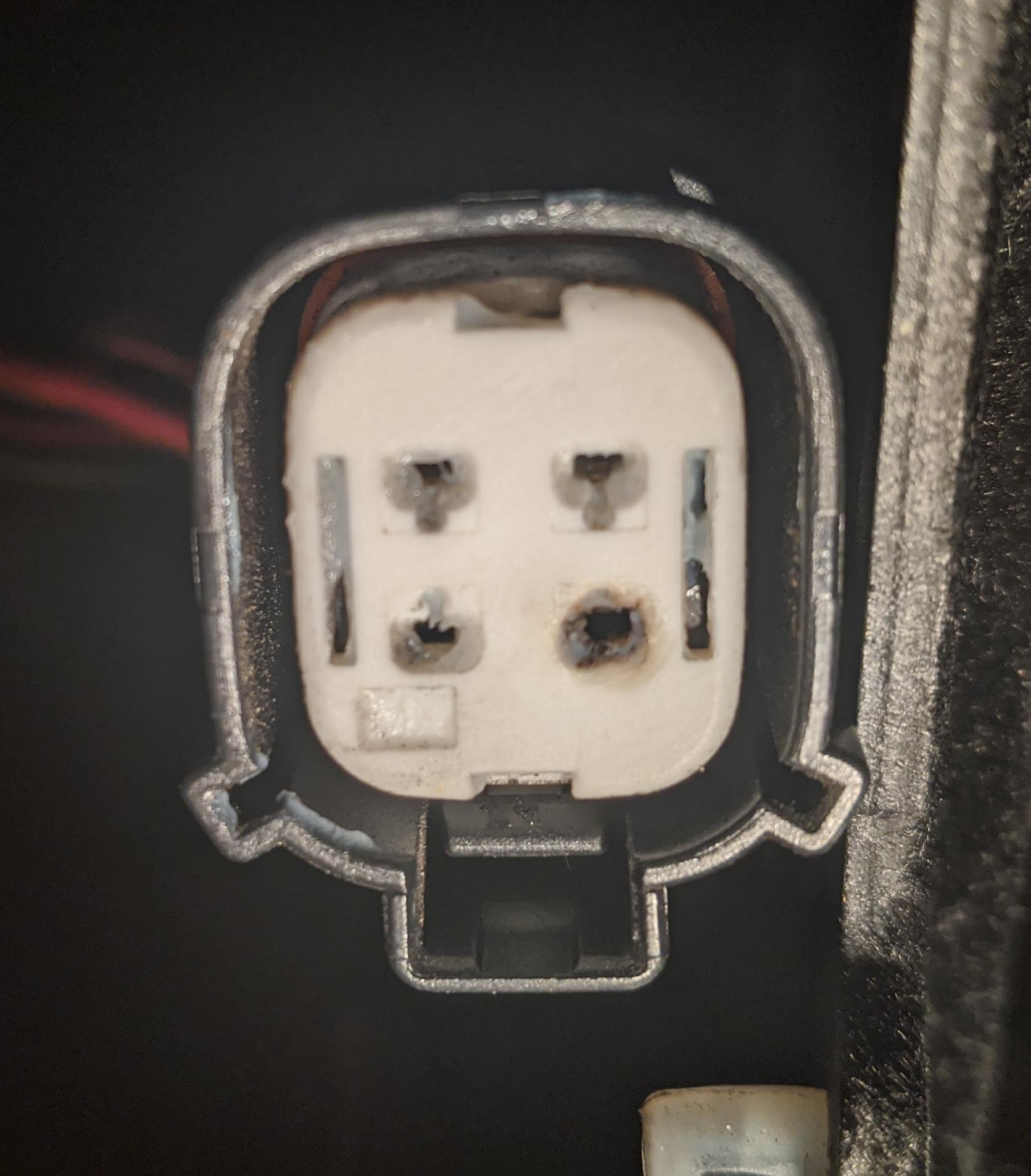 PEM Fan connector (burned pins).jpg