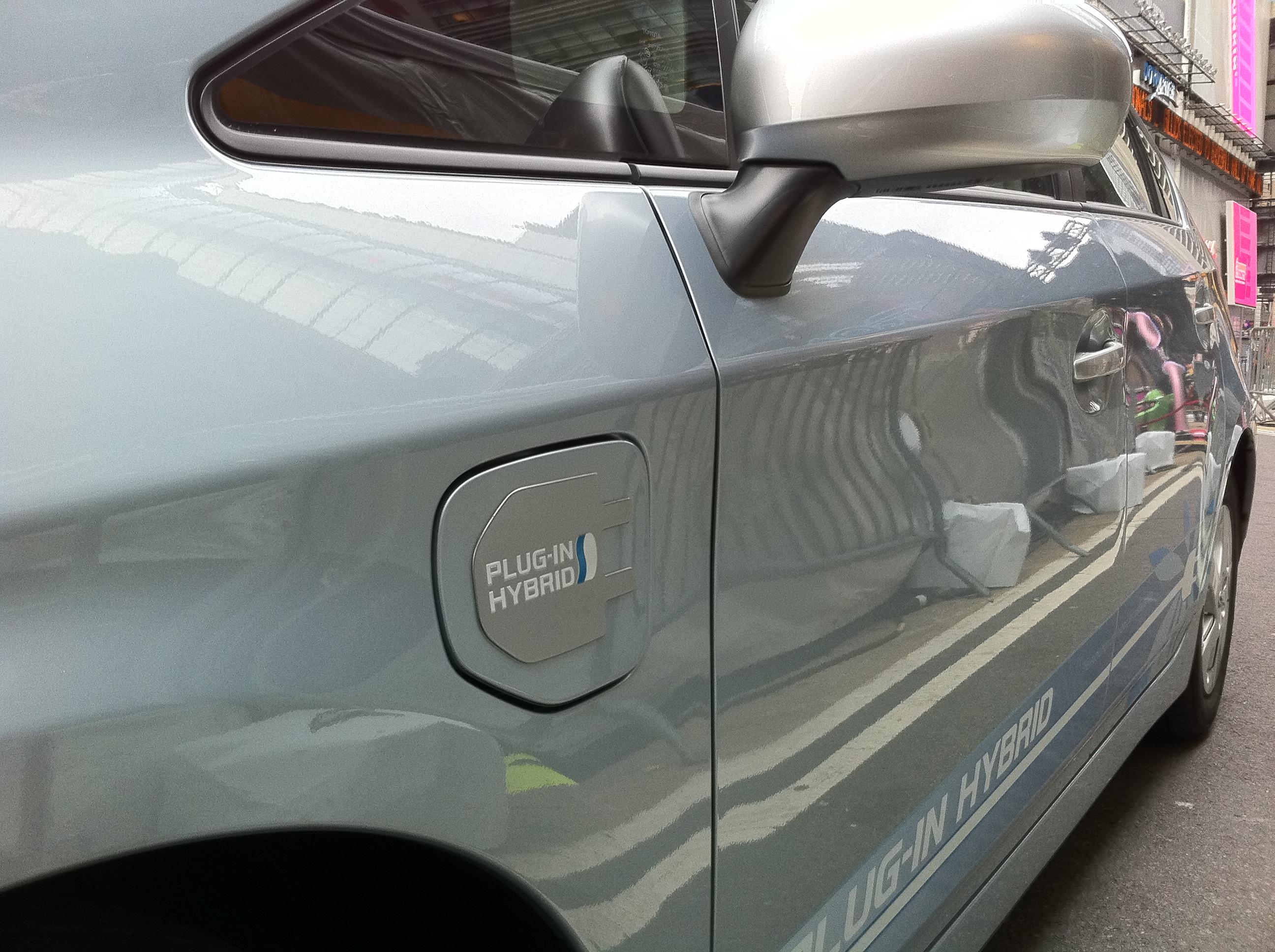 Prius plug.JPG