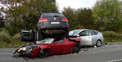 prius_tesla_toureg_crash-500x256.jpg