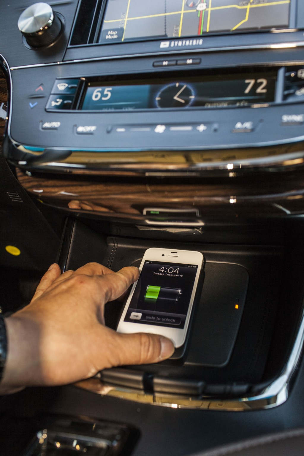 qi-wireless-charging--in-2013-toyota-avalon-limited_100413262_l.jpg