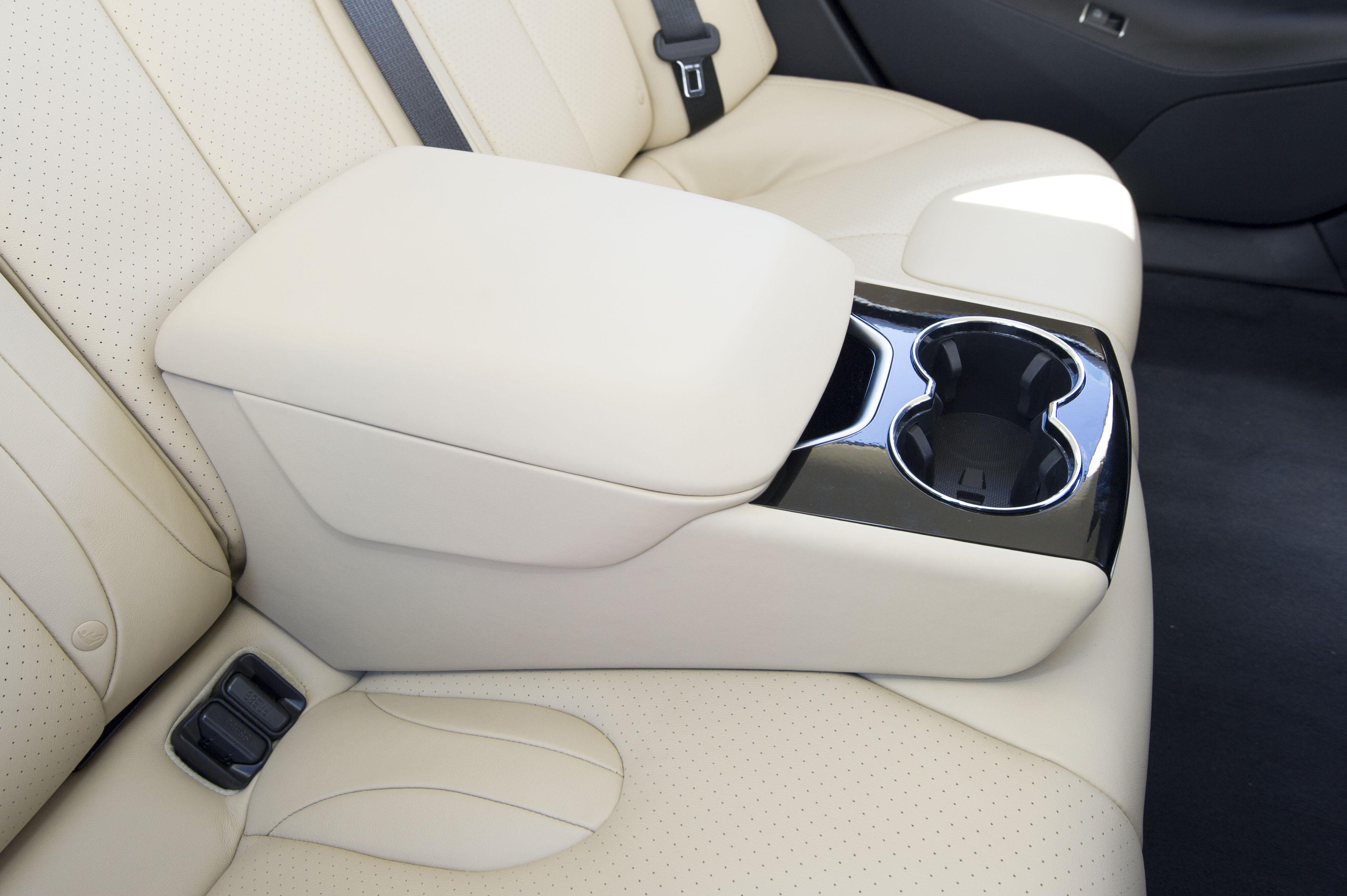 Rear Seat Console.jpg