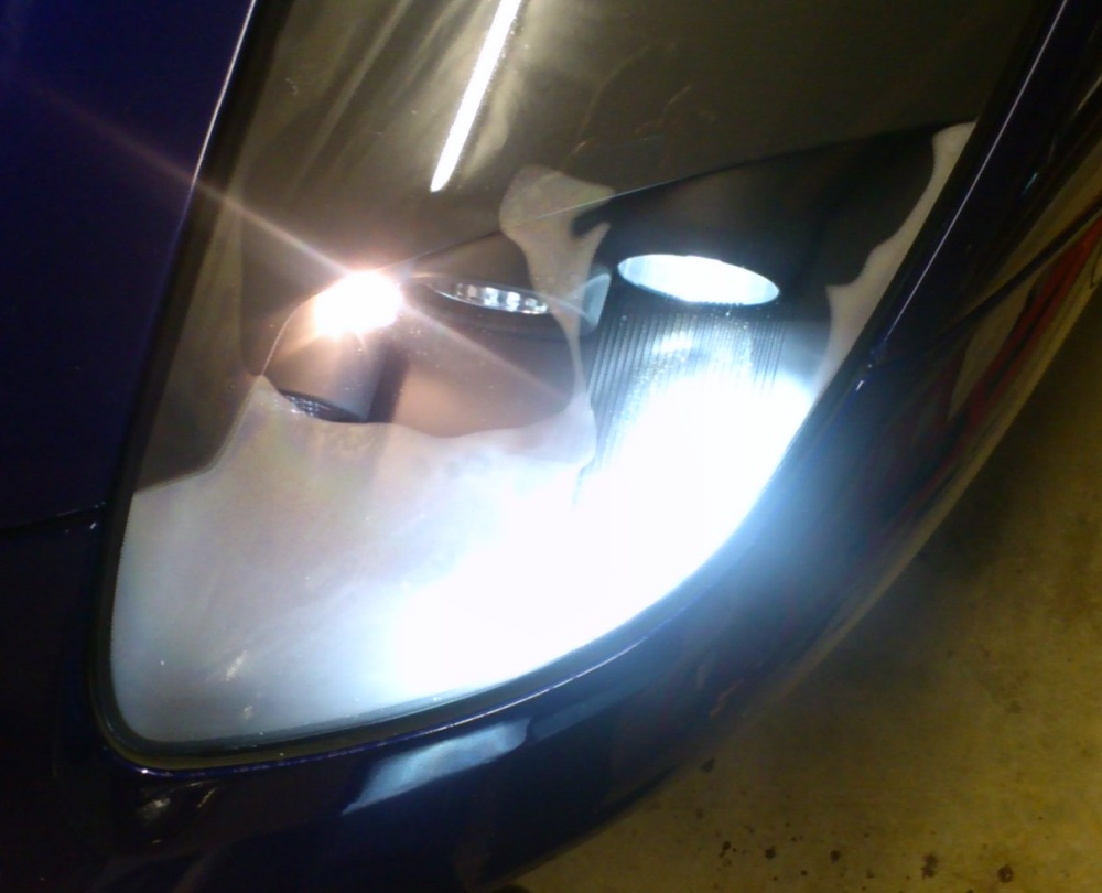 Roadster HID headlight misting 2.jpg