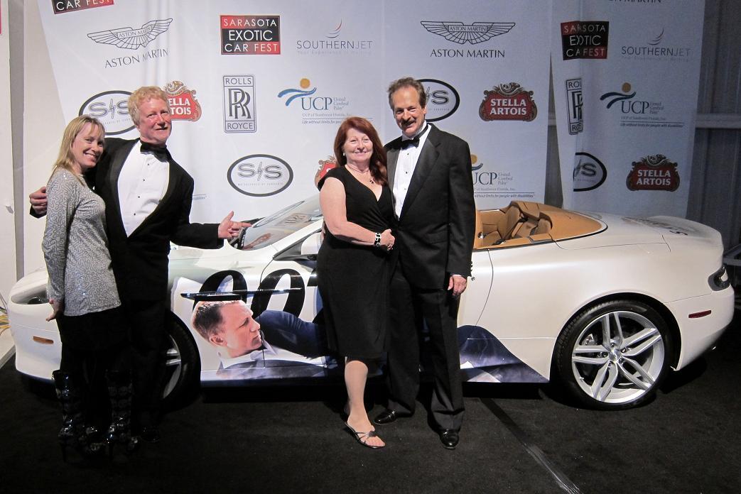 Robin, Steve, Mary Ellen Larry and 007.jpg