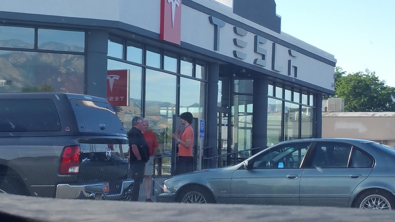 Selling Tesla's.jpg