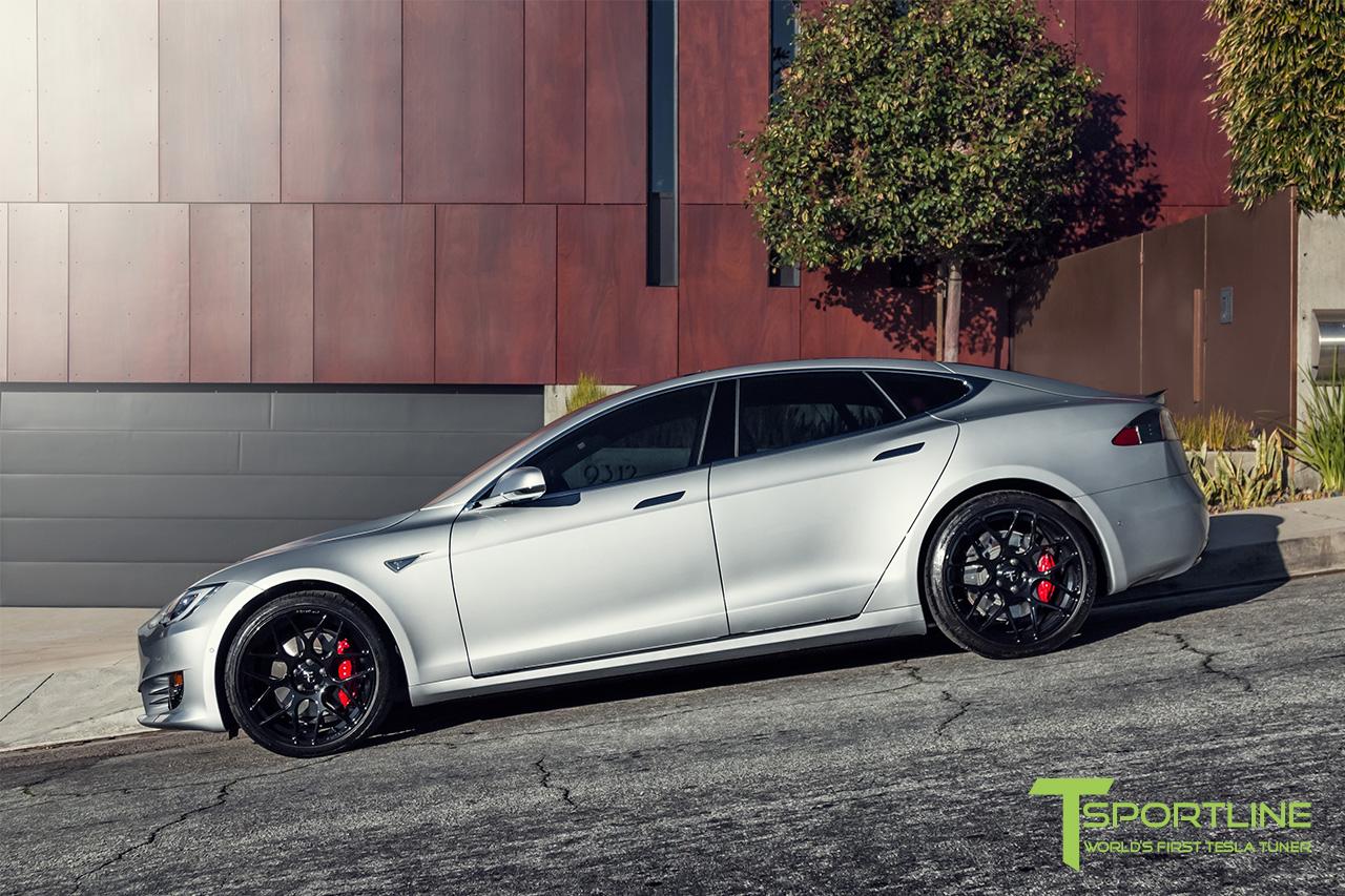 silver-tesla-model-s-21-inch-ts117-gloss-black-wheels-ferrari-rosso-carbon-fiber-exterior-01.jpg
