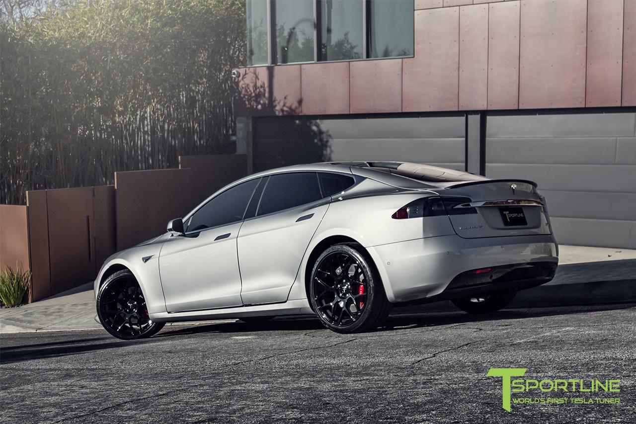 silver-tesla-model-s-21-inch-ts117-gloss-black-wheels-ferrari-rosso-carbon-fiber-exterior-04.jpg