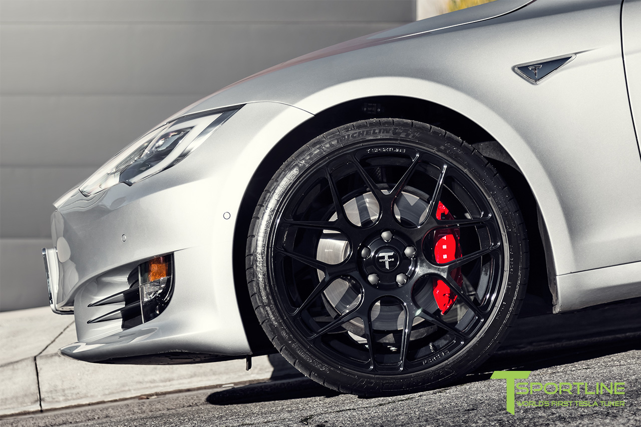 silver-tesla-model-s-21-inch-ts117-gloss-black-wheels-ferrari-rosso-carbon-fiber-exterior-05.jpg