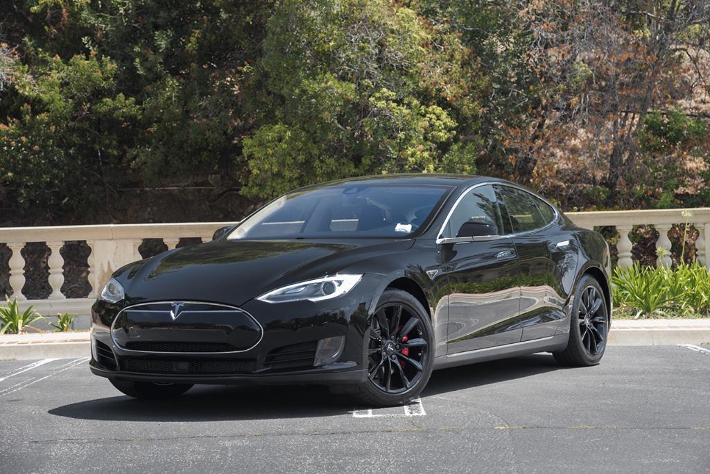 Solid-Black-Tesla-Model-S-4.jpg