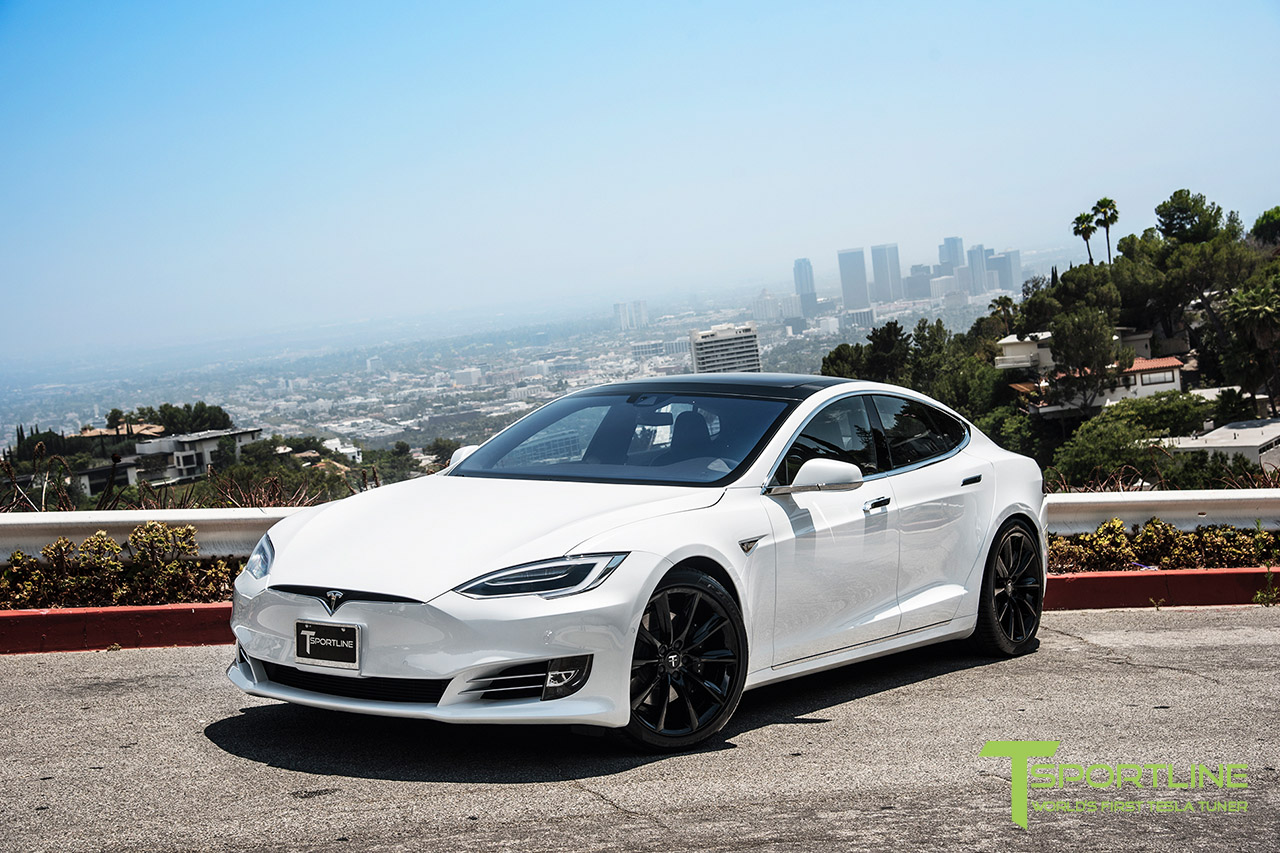 solid-white-tesla-model-s-20-inch-wheel-tst-gloss-black-6.jpg