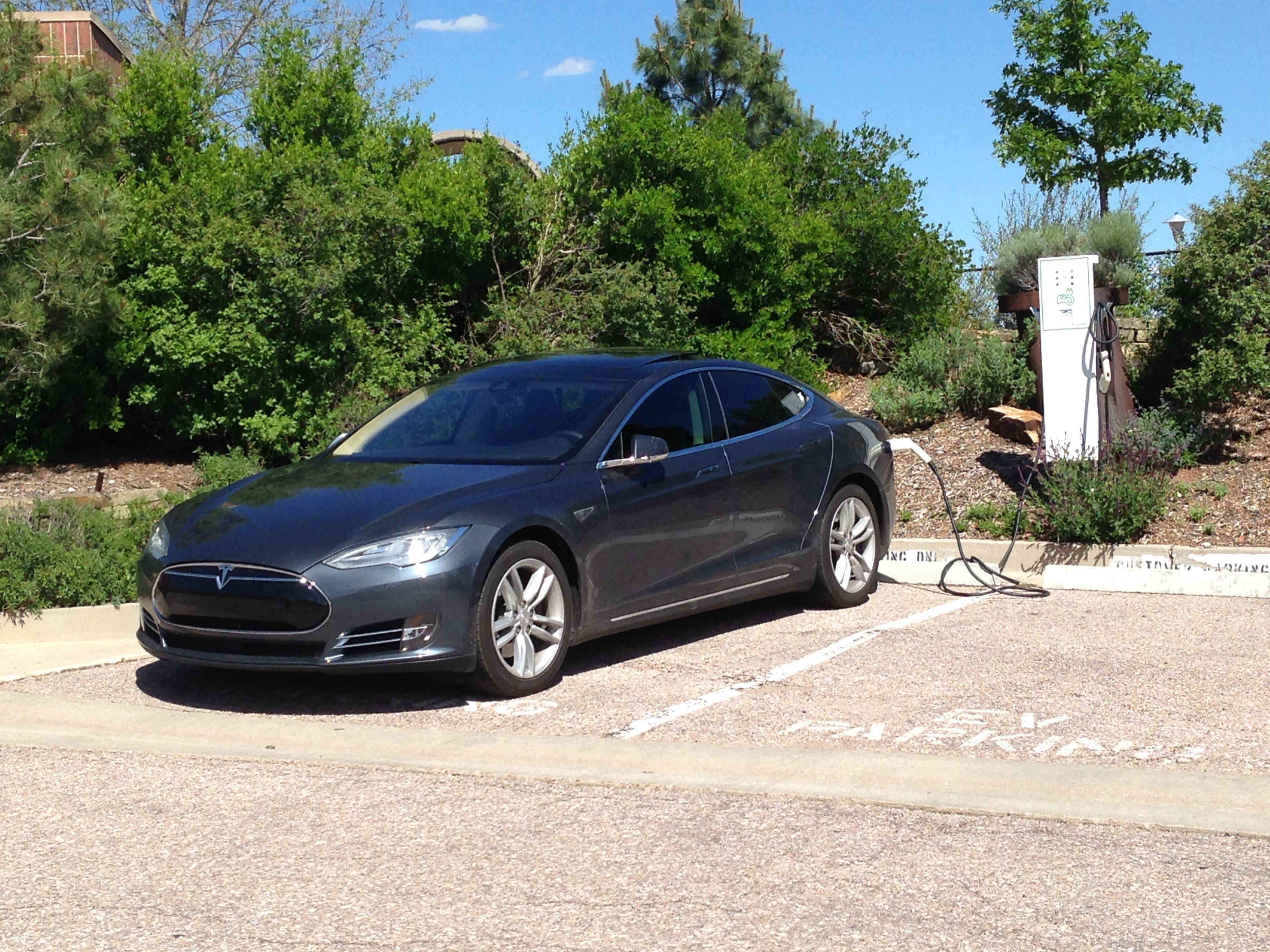 Tesla 2015-06-08 15.45.45 Colorado Springs Utility charger 3kWh.jpg
