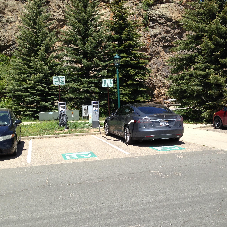 Tesla 2015-06-09 13.20.51 Estes Park Library 70Amps.jpg