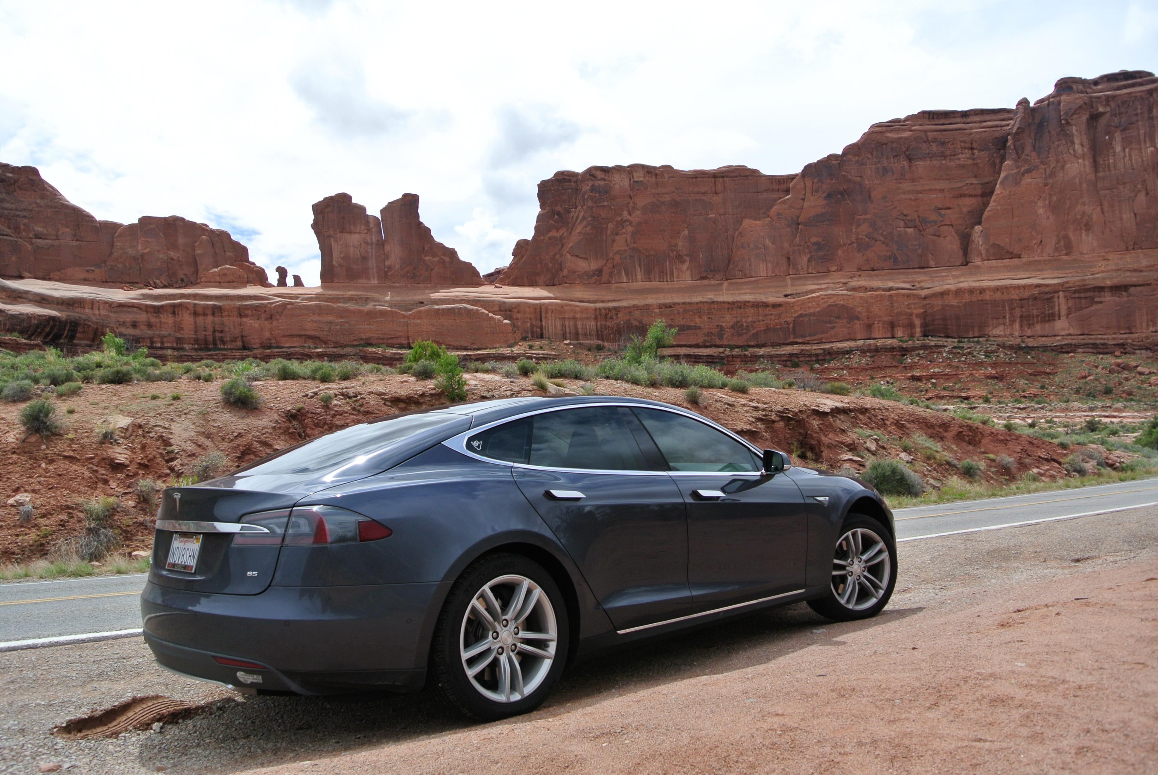 Tesla 2015-06-11 DSC_6509 Arches NP.jpg