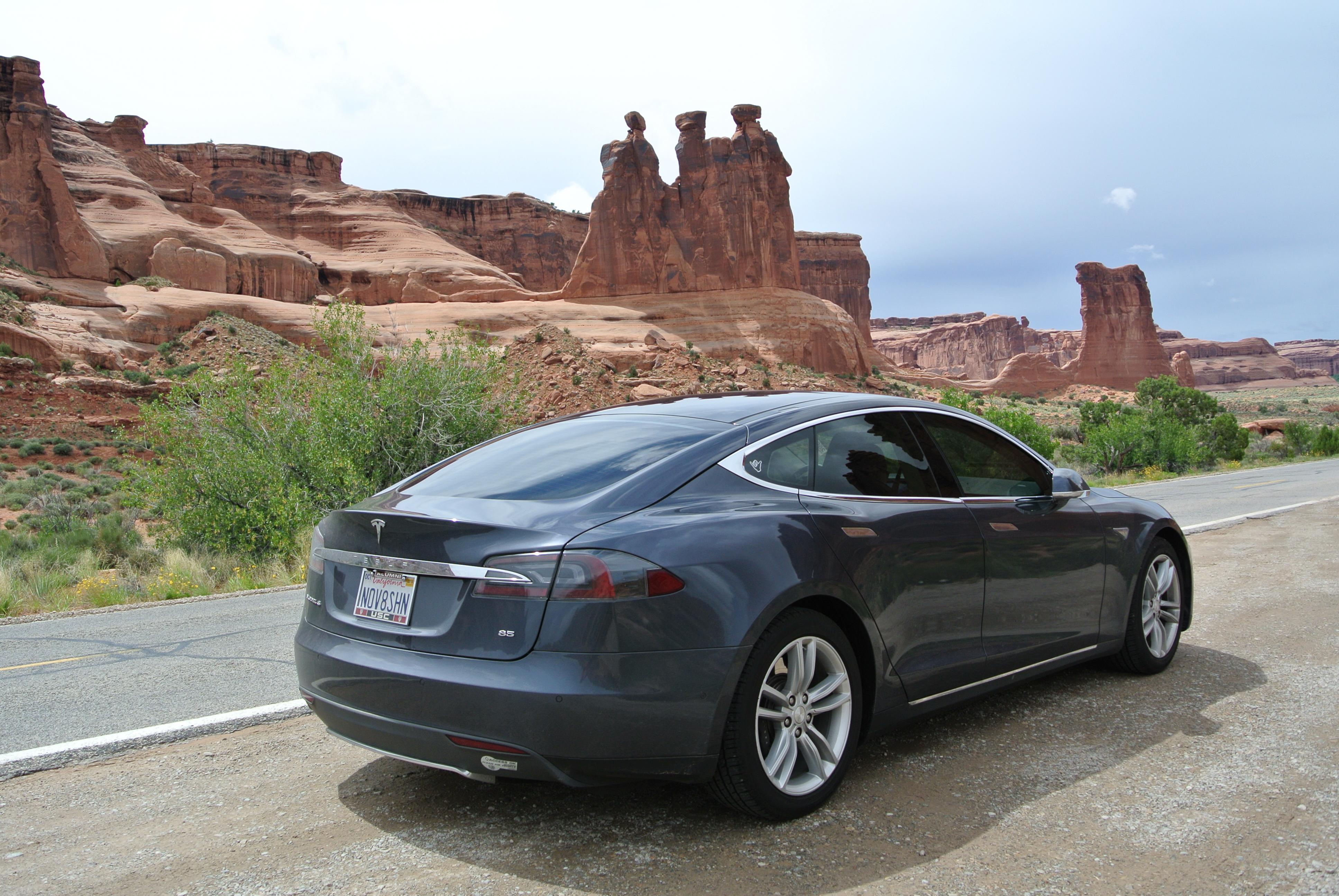 Tesla 2015-06-11 DSC_6513 Arches NP.jpg
