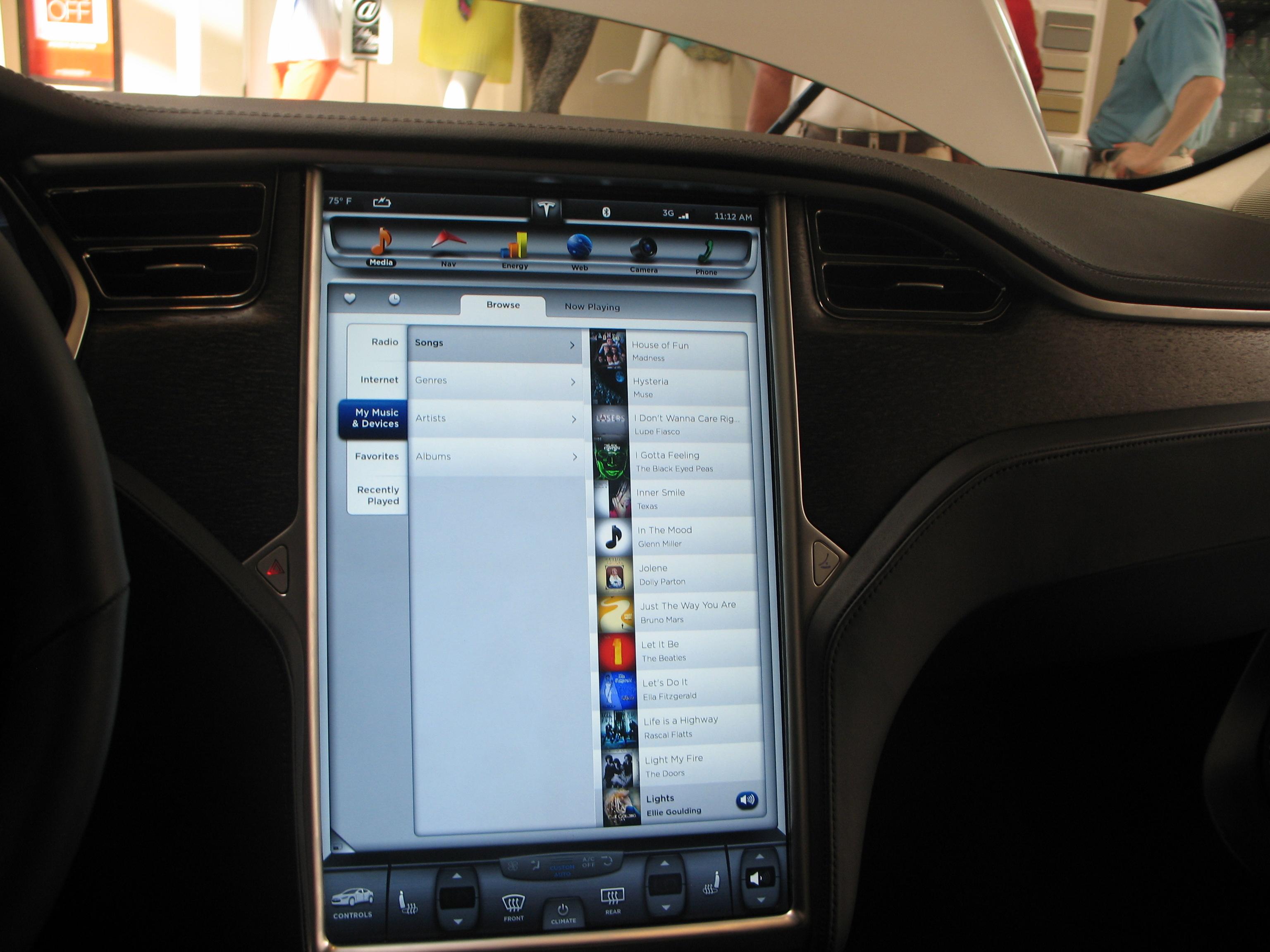 Tesla at Sak's Sarasota 004.JPG