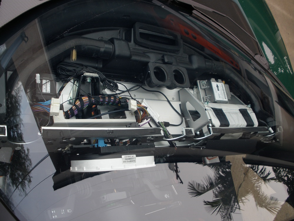 Tesla Dash Removal 013.JPG