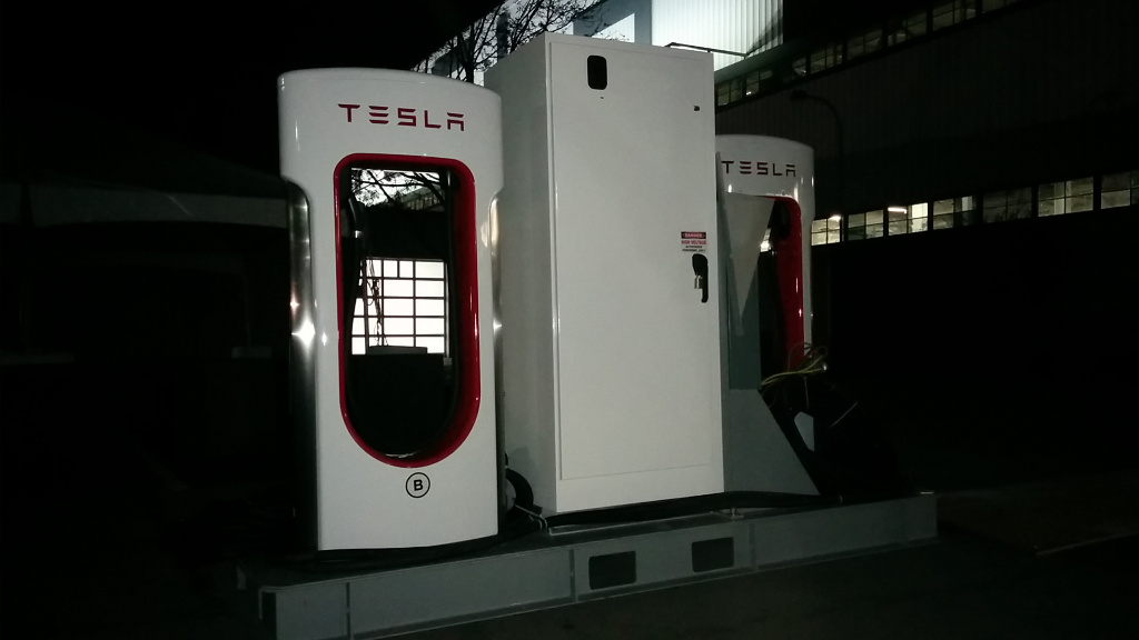 tesla-factory-new-superchargers-not-installed-02.jpg