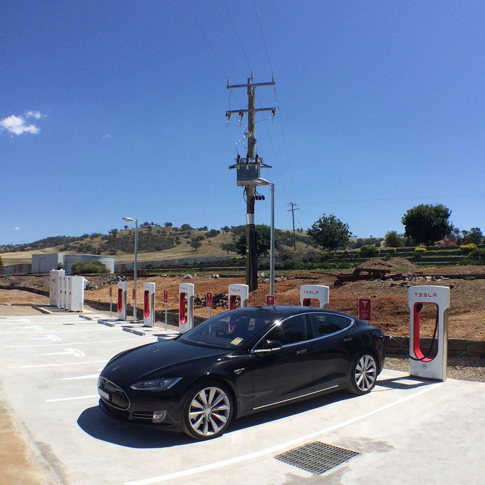 Tesla Gundagai.jpg