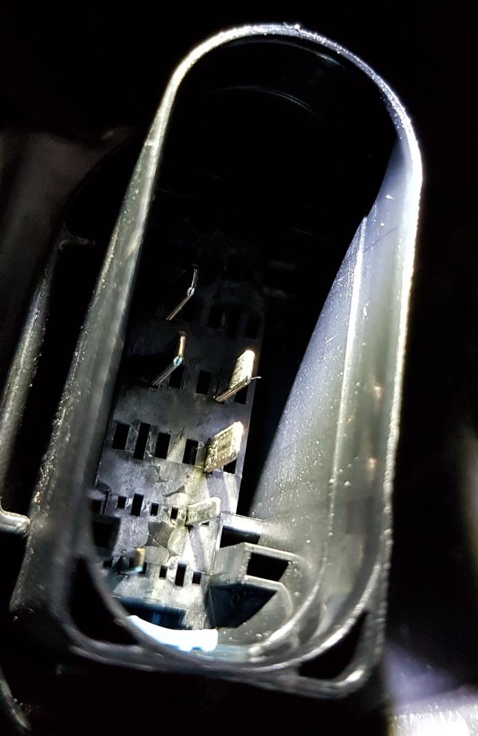 Tesla HL socket 1.jpg