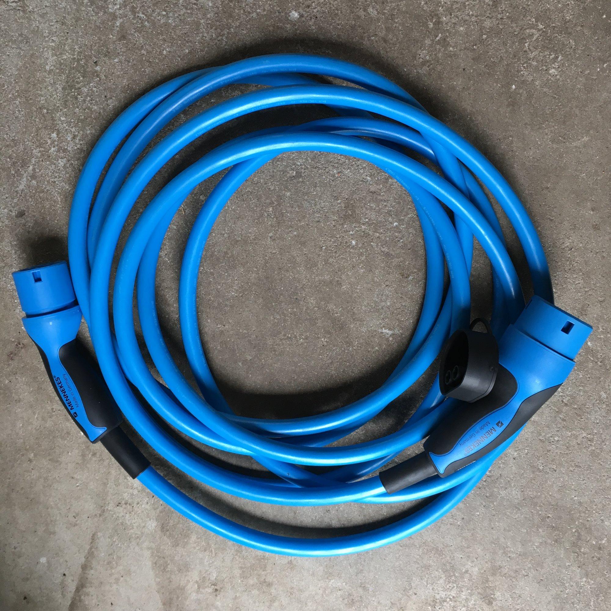 tesla kabel menekens.JPG