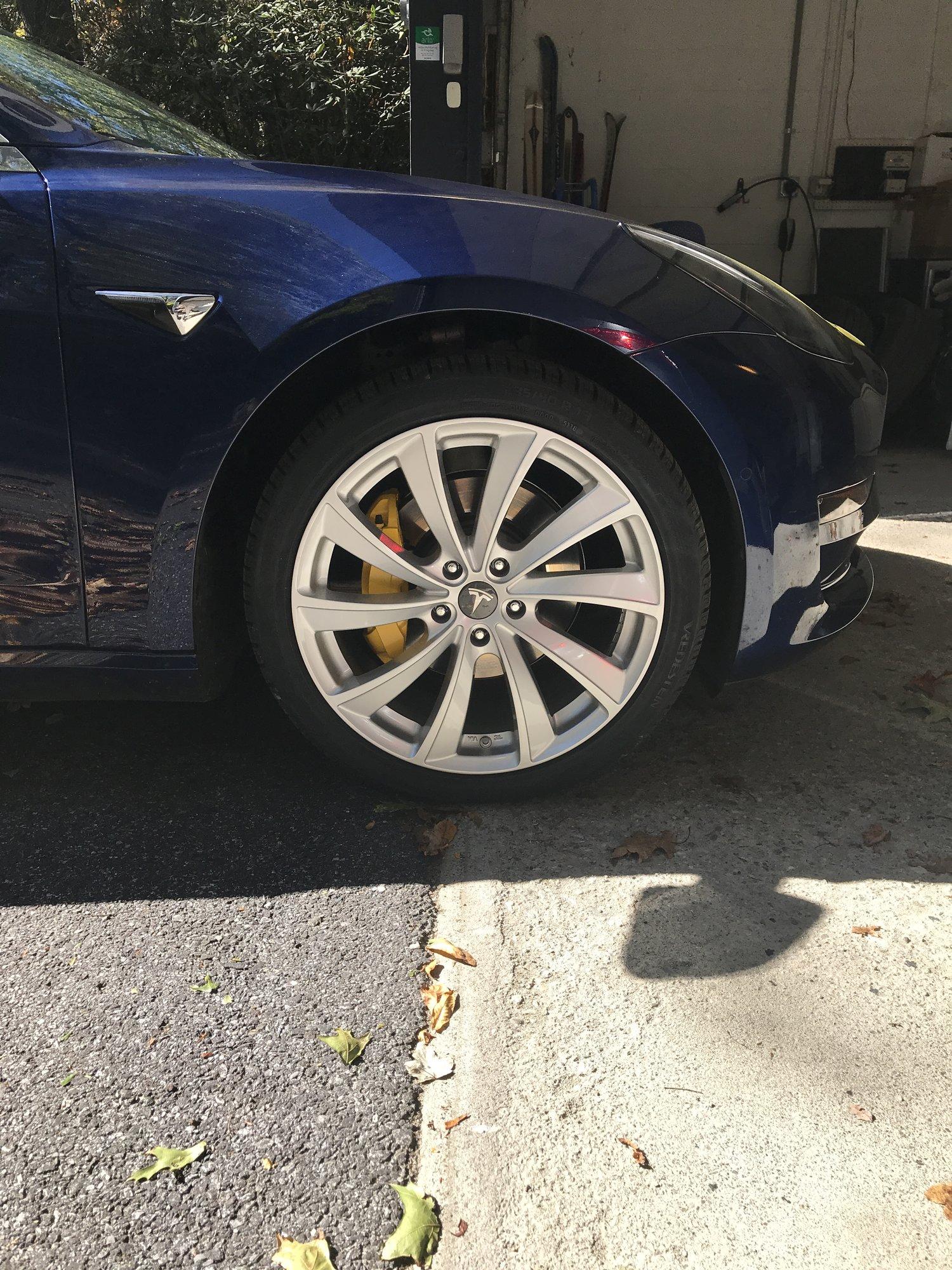 Tesla M3 wheels2.JPG