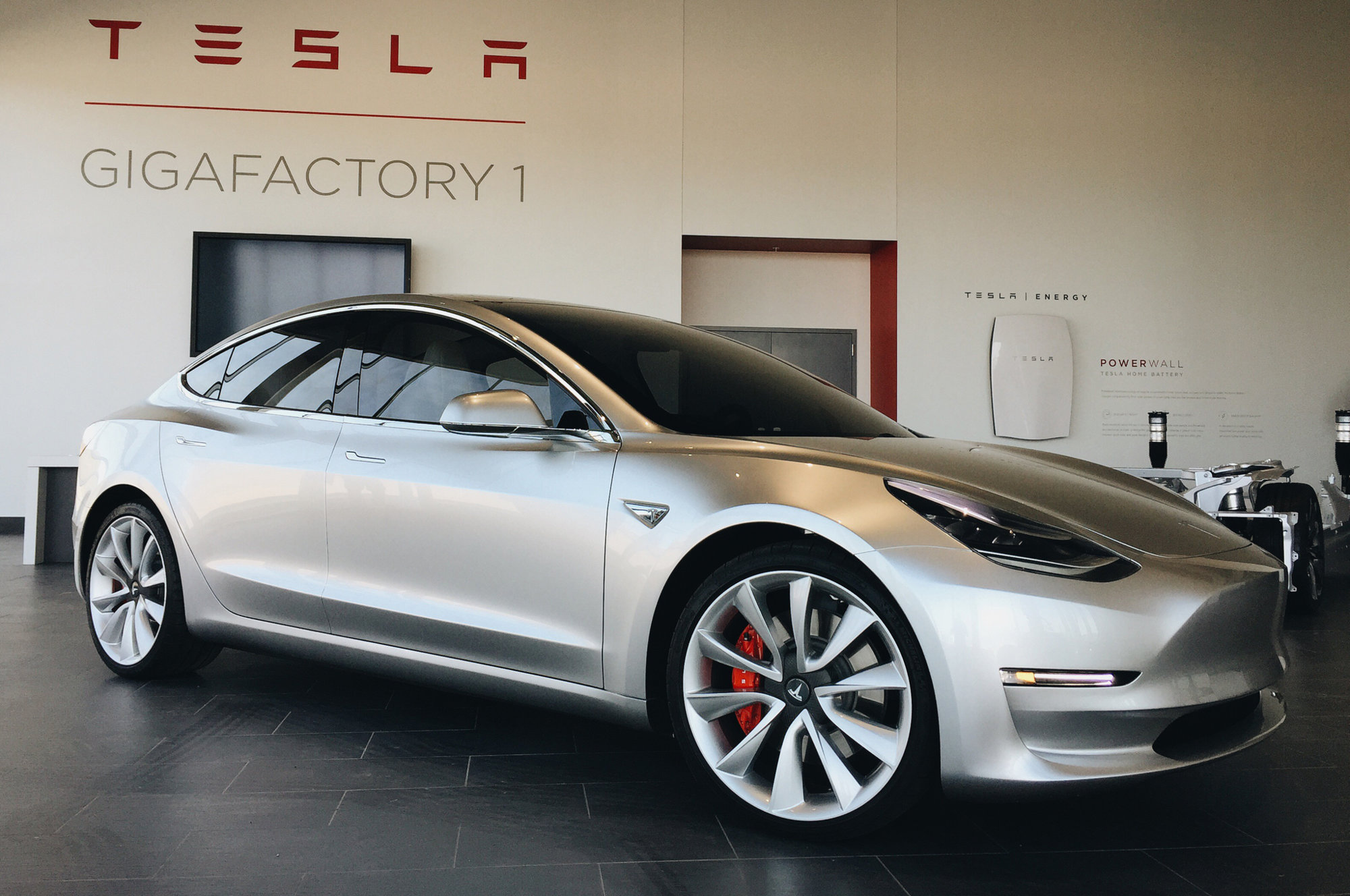 Tesla-Model-3-at-Gigafactory-1.jpg