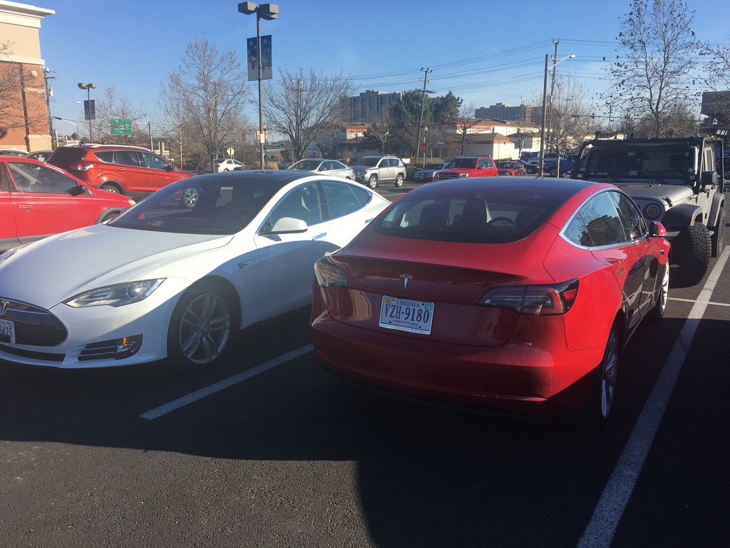 Tesla Model 3 Red 13Dec2017 Best Buy.jpg