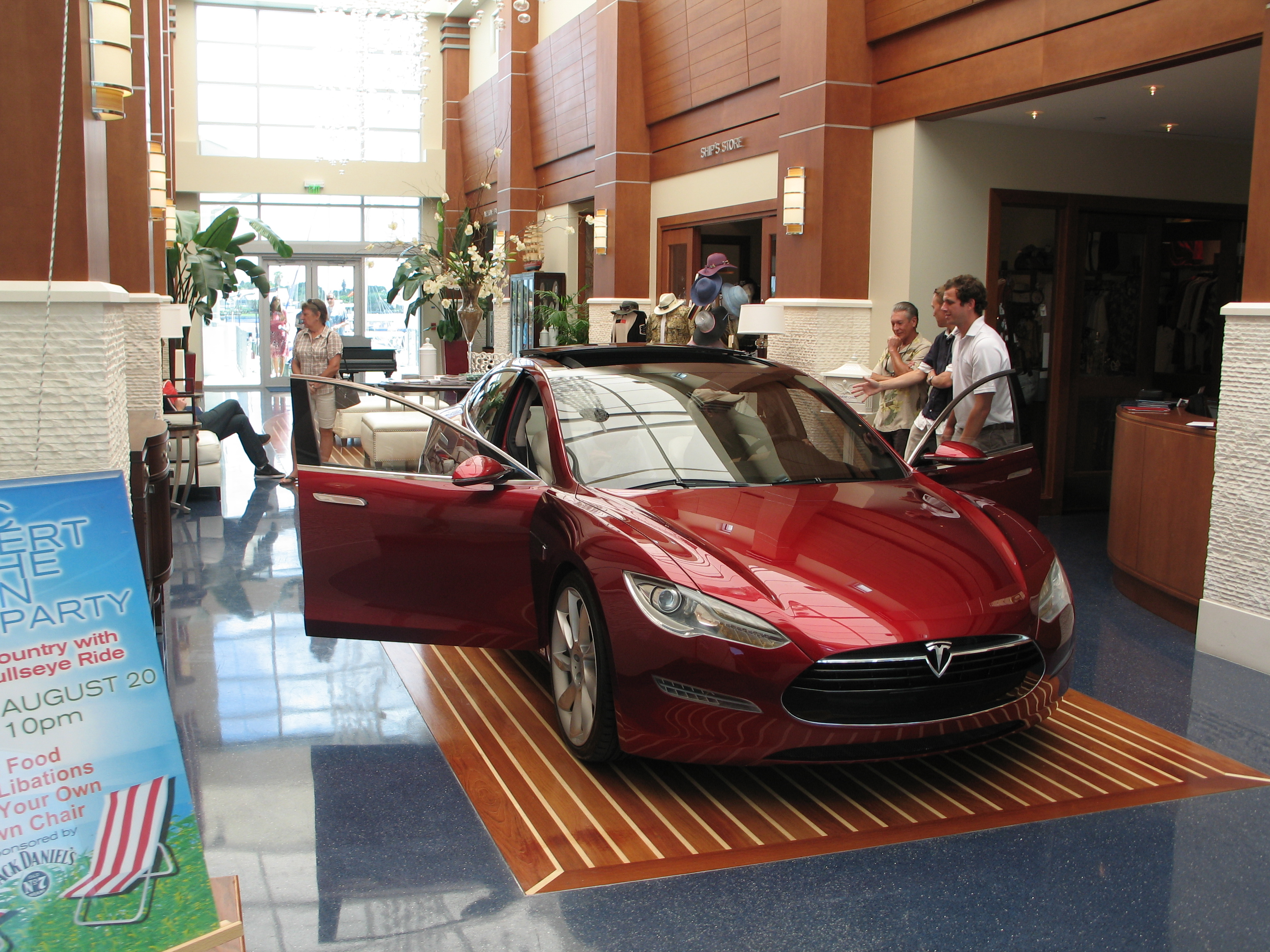 Tesla Model S at the Sarasota Yacht Club 004.JPG