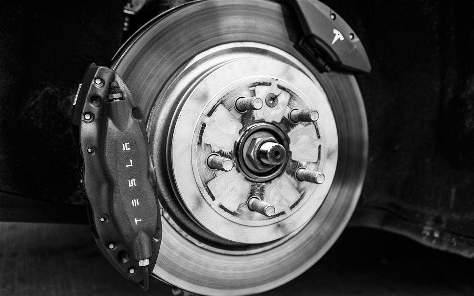 Tesla-Model-S-brake.jpg