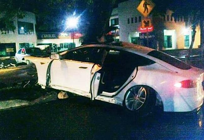 Tesla-Model-S-crash-2.jpg