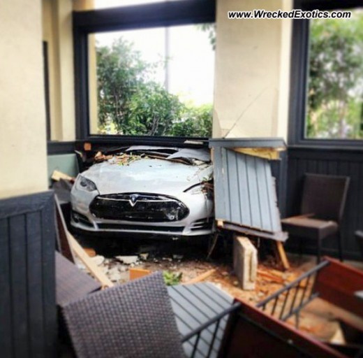 tesla-model-s-crash-restaurant-1-520x512.jpg