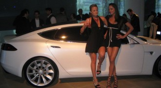 tesla-model-s-girls-330.jpg