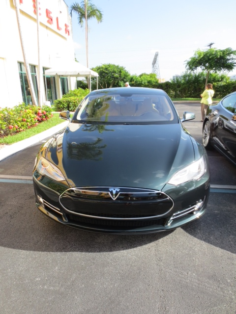 Tesla model S - Green.JPG