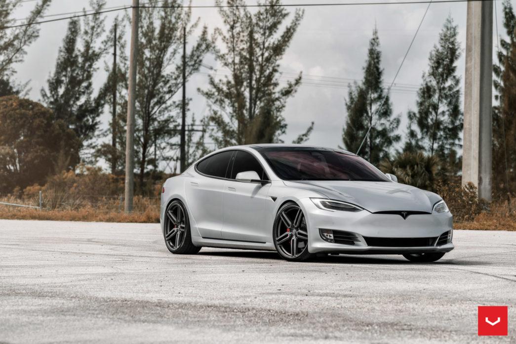 Tesla-Model-S-Hybrid-Forged-HF-1-©-Vossen-Wheels-2017-1001-1045x698.jpg