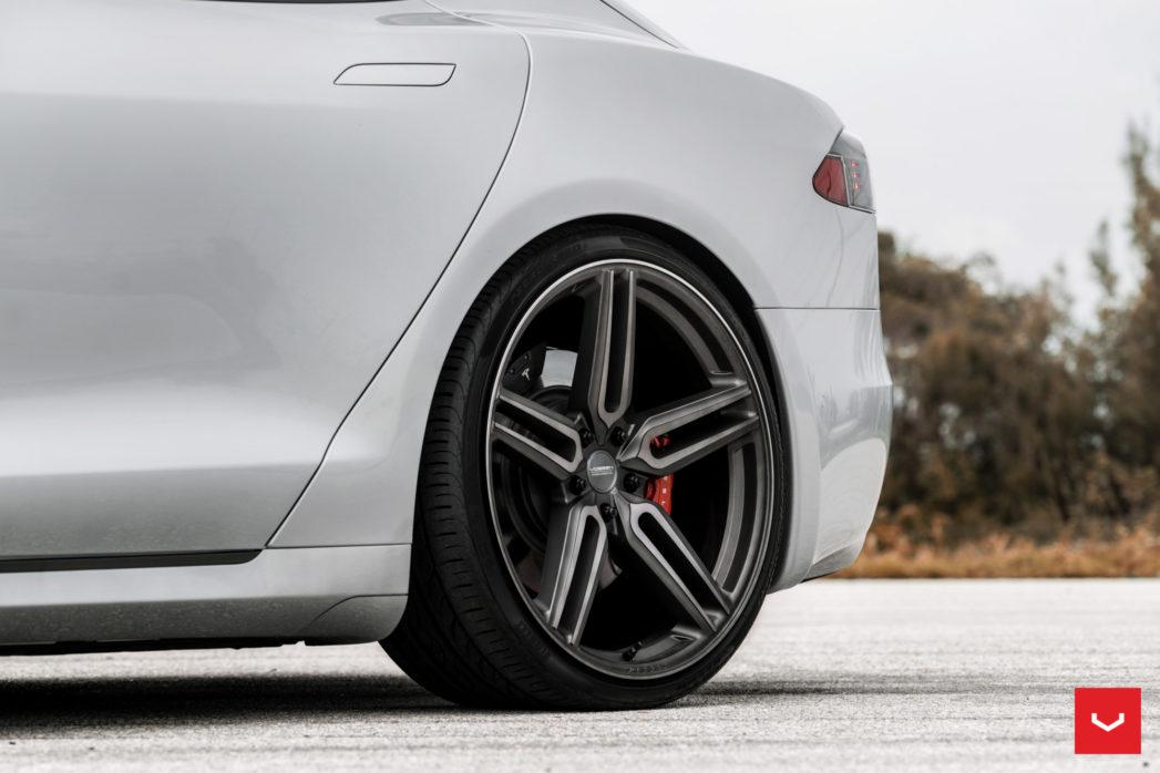Tesla-Model-S-Hybrid-Forged-HF-1-©-Vossen-Wheels-2017-1002-1047x698.jpg