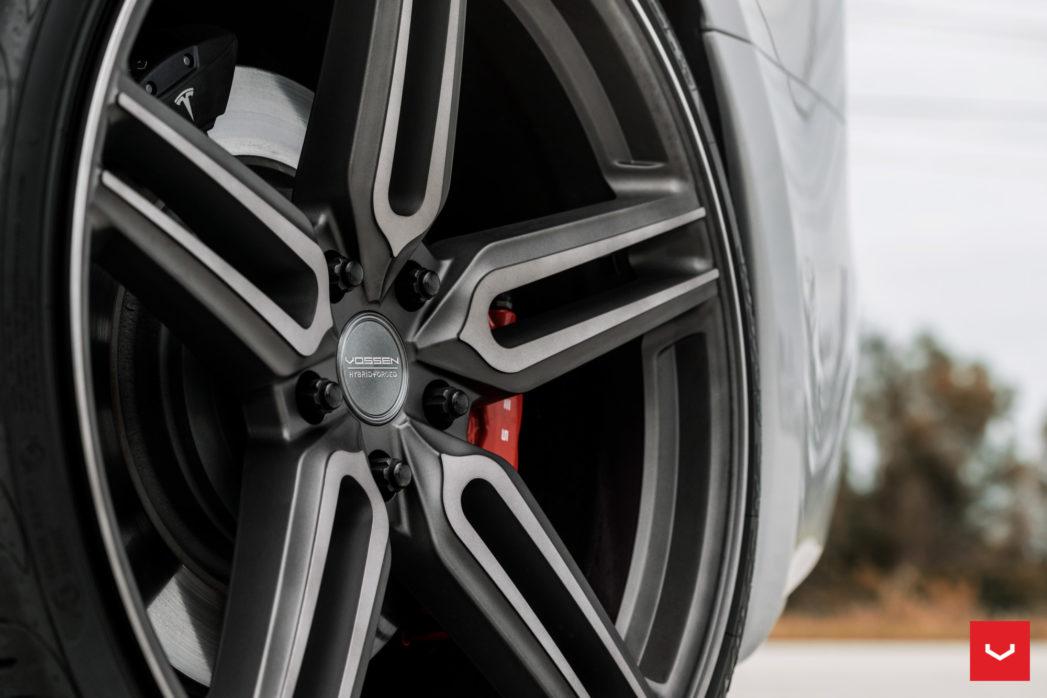 Tesla-Model-S-Hybrid-Forged-HF-1-©-Vossen-Wheels-2017-1003-1047x698.jpg