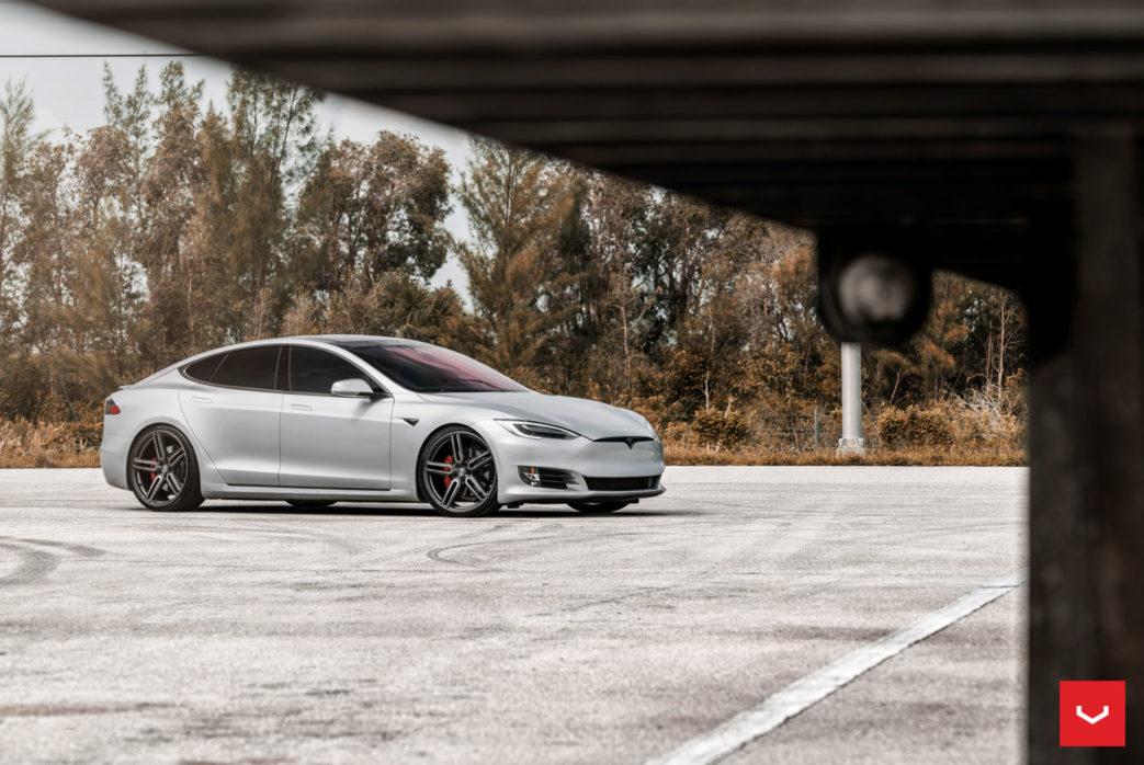 Tesla-Model-S-Hybrid-Forged-HF-1-©-Vossen-Wheels-2017-1006-1043x698-1.jpg